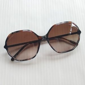Chanel • turtoise shell rim sunglasses 5345